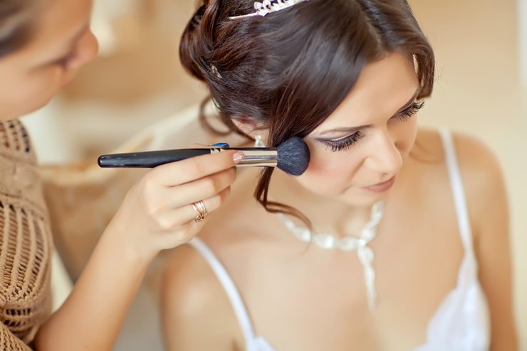 Professionelles Make-up am Hochzeitstag (Bild: Nina Buday / Shutterstock.com)